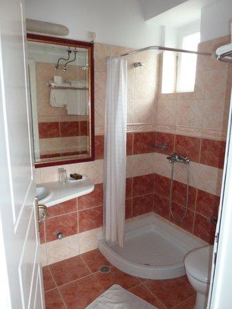 Hotel Mistral: La salle d'eau