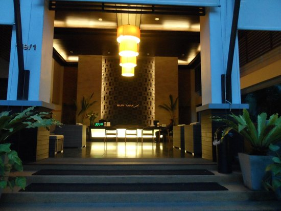 Buri Tara Resort: The main entrance