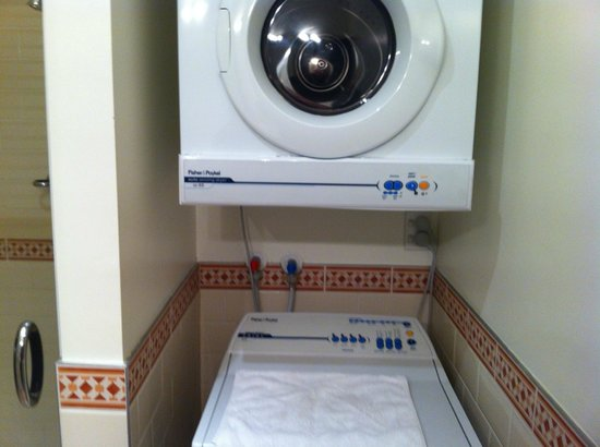 Auckland Waterfront Serviced Apartments: Laundry in Bathroom 2