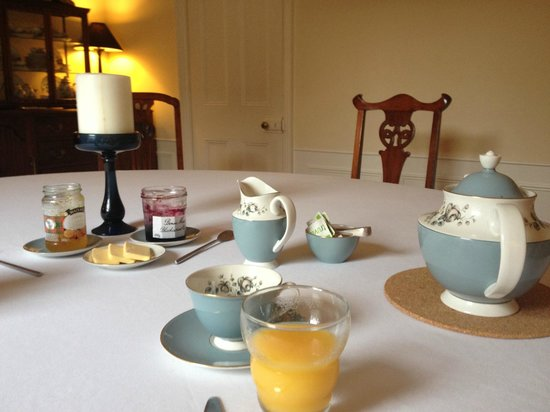 Newgate House: Lovely dining table ready for breakfast