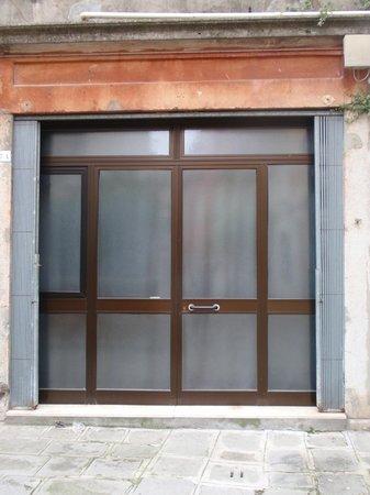 Hotel Ariel Silva: Puerta de la habitación