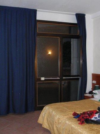 Hotel Ariel Silva: Habitación desde el interior