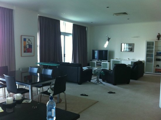 Auckland Waterfront Serviced Apartments: Dining Room &  Lounge