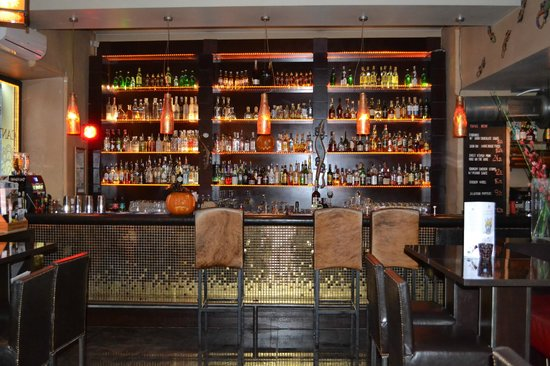 Spatz Aparthotel : Manzana Restaurant Bar - what a selection