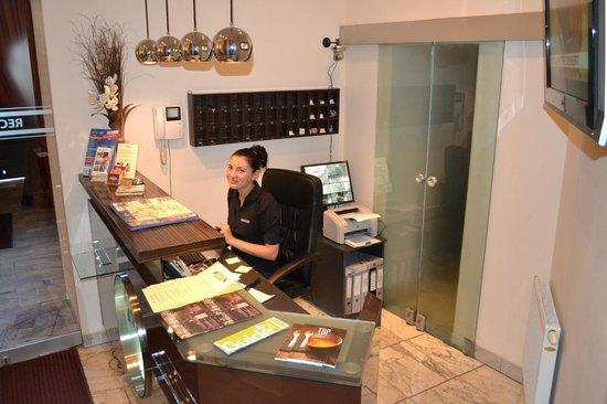 Spatz Aparthotel : Reception very Friendly Staff