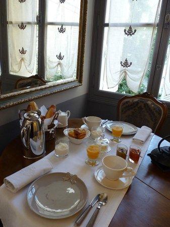Vue Sur Cour: Le petit déjeuner