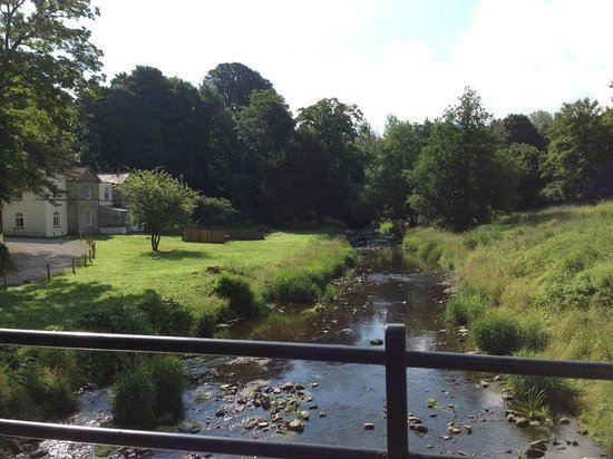 Ribblesdale Park: View of the house from the bridge - great for pooh sticks!