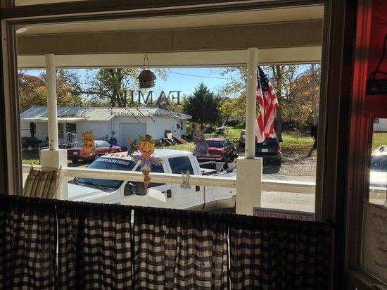 Double E Burger and Ice Cream Shoppe: View out front window