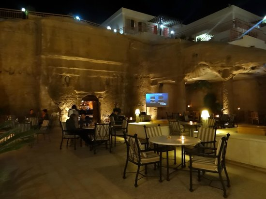 Petra Guesthouse: Inside the Cave Bar