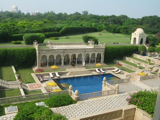 The Oberoi Amarvilas: Hotel grounds
