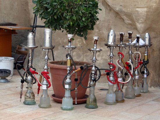 Petra Guesthouse: Water pipes at Cave Bar