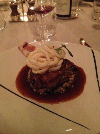 L'Ecusson Restaurant: My pork with squid - delicious