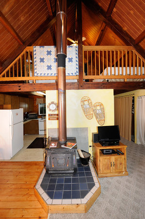 Alyeska Hideaway: Wood burning stove (gas is primary heat) stove is there if you like the smell of a fire
