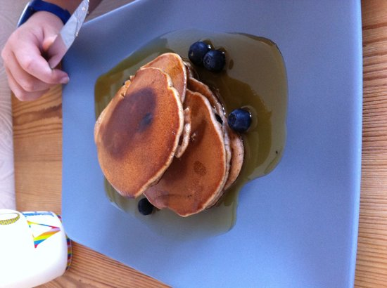The Coffee Cove: American Pancakes with Maple syrup and blueberries - yum !