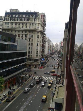 Bauen Suite Hotel : Vista hacia el obelisco, desde la venta del hotel.