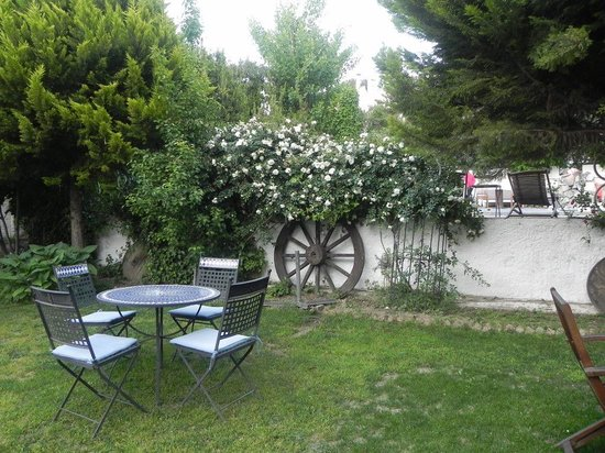 Hotel Kalehan : the garden