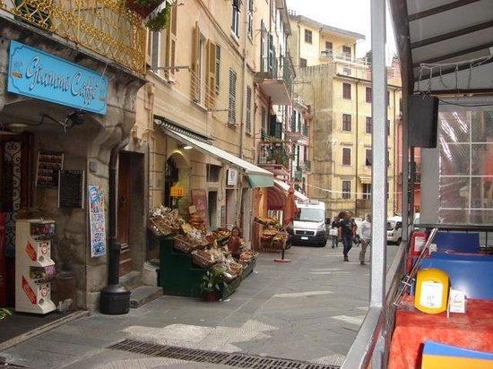 ViadeiBianchi: Street just below B&B