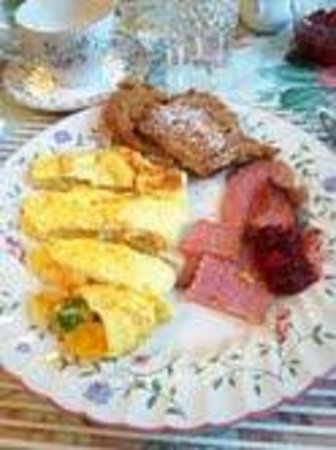 Warwick Valley Bed and Breakfast: Loretta's homecooked breakfast...yum!