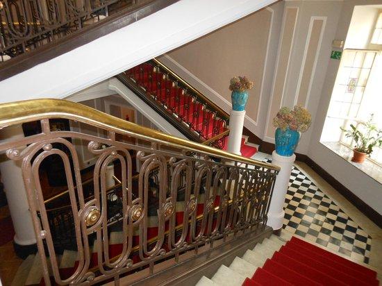 Hotel Francuski : beautiful staircase
