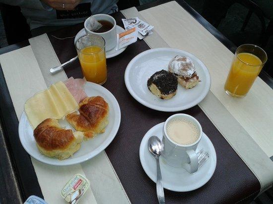 Bauen Suite Hotel : El desayuno bufete