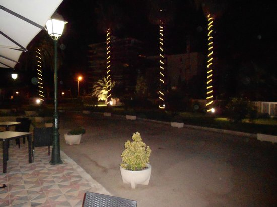 Almirante Hotel : View from Reception at night - palm trees.