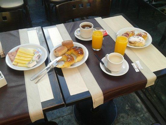 Bauen Suite Hotel : Nuestro desayuno.