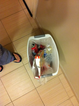 TownePlace Suites Baton Rouge Gonzales: Trash never taken out