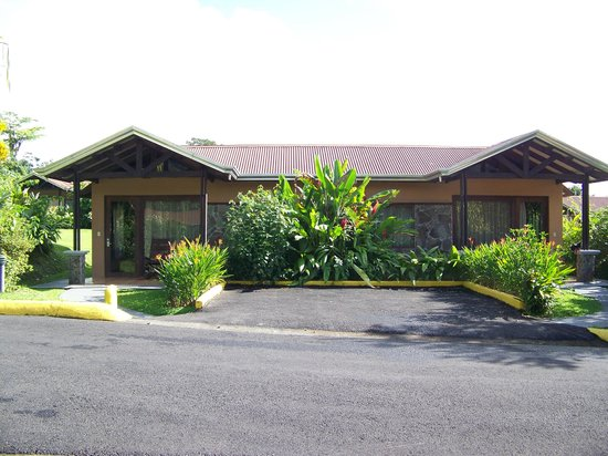 Arenal Springs Resort and Spa: Our bungalow, which we shared with family in 2nd unit