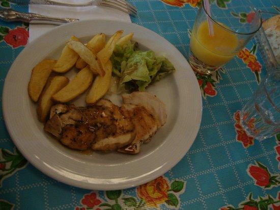 Le Drugstore : Plat enfant : poulet et frites maison (6€)