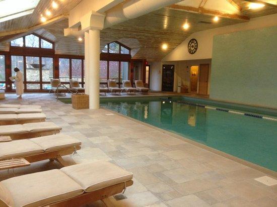 Topnotch Resort : Indoor pool