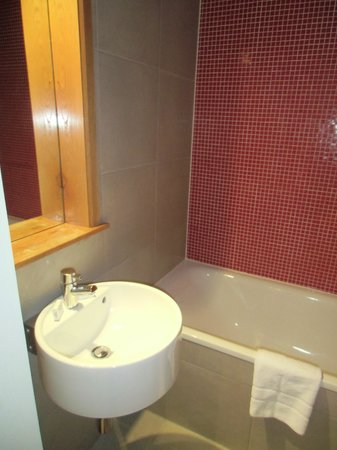 Hyde Park Suites: bagno senza finestra