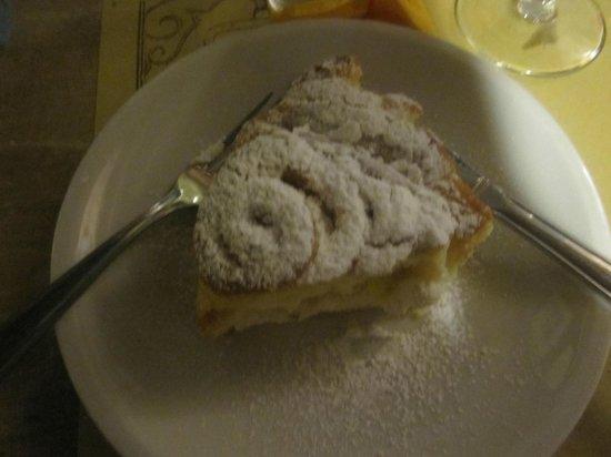 Bottega Enoteca : la torta della Mamma ottima con crema all'interno