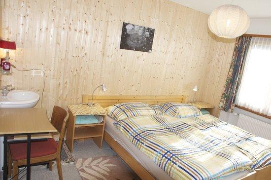 Chesa Albris Bed & Breakfast: Room 1