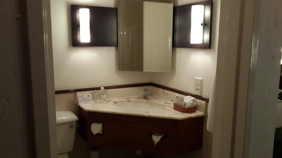 Centurion Lake Hotel: Bathroom