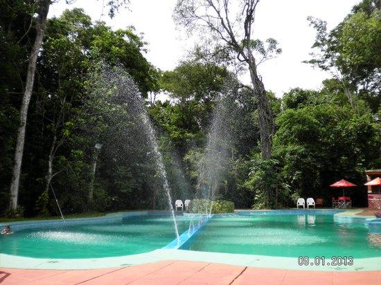 Sol Cataratas Hotel: Pileta con con chorros de agua tipo fuente