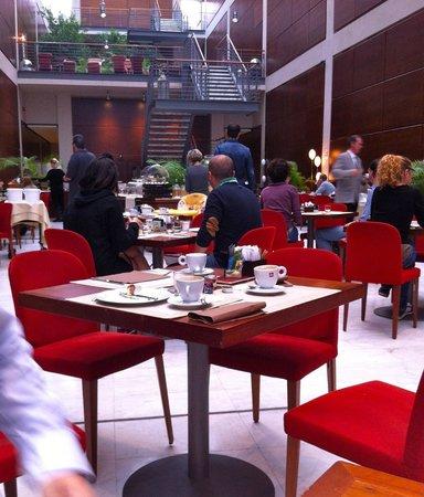 NH Torino Lingotto Tech : sala della colazione