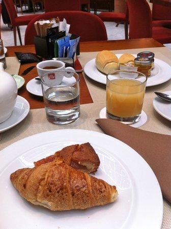 NH Torino Lingotto Tech : colazione