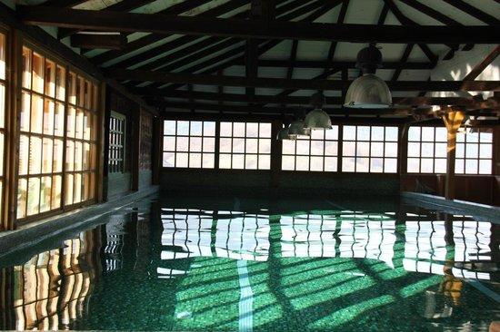 Mecavnik: swimming pool