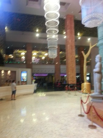 NagaWorld Hotel & Entertainment Complex: The lobby