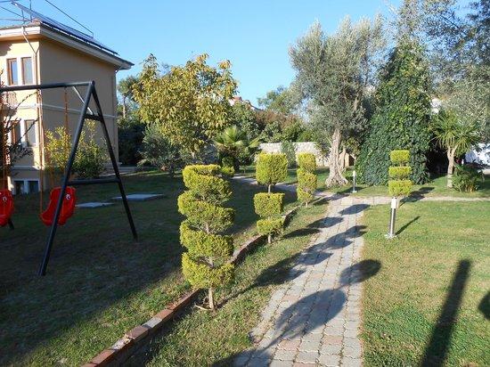 Hotel Destan: garden