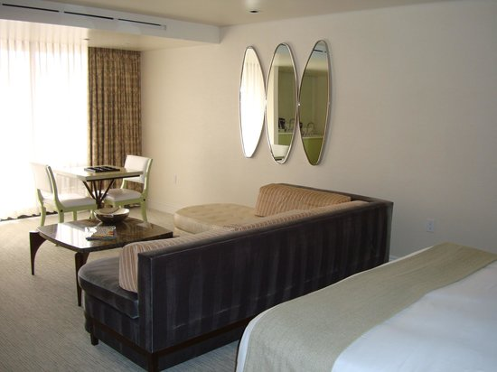 The London West Hollywood : Bedroom seating area
