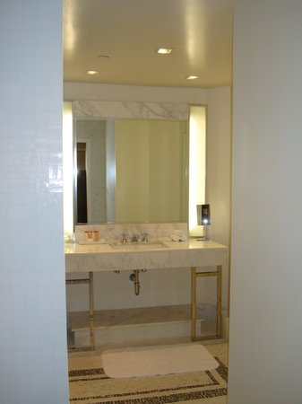 The London West Hollywood: Bathroom sink
