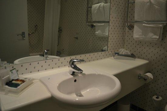 Holiday Inn High Wycombe M40, Jct.4: Bathroom