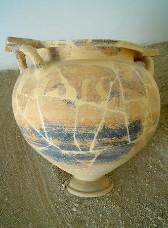 Eraclea Minoa: Vaso ellenico in terracotta finemente decorato
