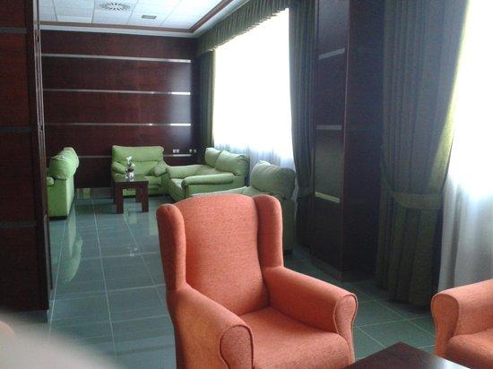 Hotel La Familia Gallo Rojo: Hall