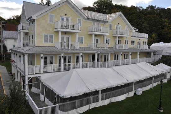 The Rhinecliff : Rhinecliff Hotel from top of train walkway
