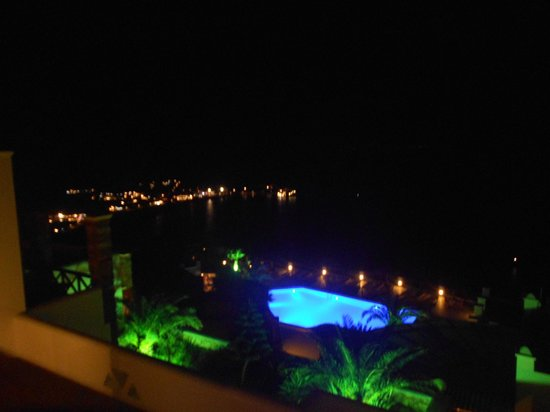 Hotel Katerina: View of the pool at night