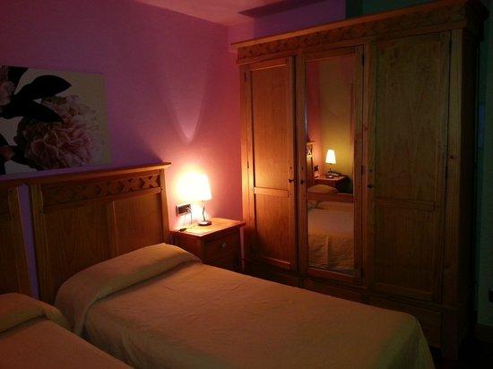 Hotel Erreka Guenes: Bonita habitación