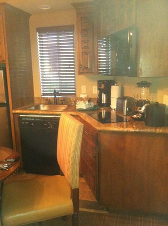 Sedona Summit Resort: Room 184P - Mini Kitchen, fully equipped with everything you need!