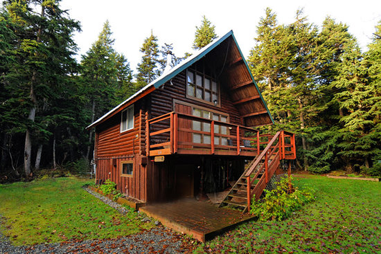 Alyeska Hideaway: Outdoor view of cabin